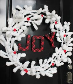 easy and festive holiday wreath using a garland, letters and washi tape from @sisterssuitcase