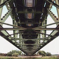 Under the #bridge 2. #rivierenlandschap #Oosterbeeksrijnoever #Oosterbeek #Arnhem #rivier #railway #railwaybridge #railroad #spoorbrug #spoor by ptj.brouwers