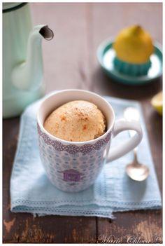 Mug-cake au citron (farine de grand épeautre, oeuf, yaourt de soja, jus de citron, huile essentielle de citron, levure, huile d'olive, miel d'acacia)