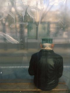 People at Bus Stop Photography – Fubiz Media