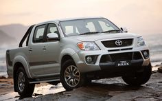 Toyota HILUX SR5 Double-Cab // 4x4 3L Turbo Diesel, 4-speed automatic. Payload: 835 kg. Towing capacity: 2,500 kg.