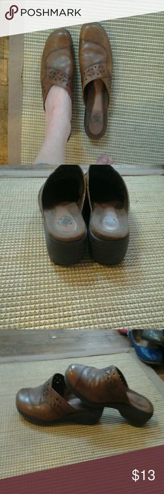 Earth Origins brown leather mules Brown leather cut-out design size 7 and a half excellent condition what's a wedge heel about an inch Shoes Mules & Clogs