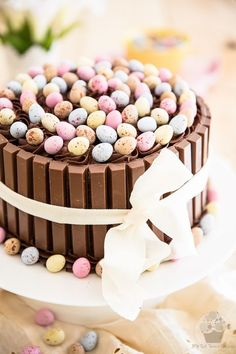 Whip up this chocolatey confection using your leftover Easter candy. desserts ideas These Beautiful Easter Cakes Will Be the Sweetest End to Your Sunday Meal Easter Cake Easy, Easter Bunny Cake, Easter Cupcakes, Easy Easter Desserts, Healthy Desserts, Easter Deserts, Easter Treats, Easter Candy, Sunday Recipes