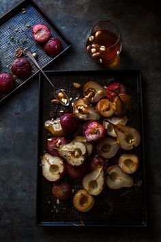 pears with caramelised nuts (winter food photography) Food Design, Dark Food Photography, Cake Photography, Food Porn, Snack, Food Pictures, Food Styling, Food Inspiration, Love Food