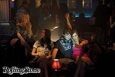 Crítica: The Bling Ring é um videoclipe bem-ajambrado para retratar o atual reinado da superficialidade: http://rollingstone.uol.com.br/noticia/i-bling-ring-gangue-de-hollywoodi-e-um-videoclipe-bem-ajambrado-para-retratar-o-atual-reinado-da-superficialidade/ …