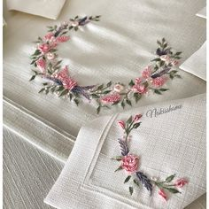 Ribbon Embroidery Flowers by Hand - Embroidery Patterns Brazilian Embroidery Stitches, Hand Embroidery Videos, Hand Work Embroidery, Learn Embroidery, Hand Embroidery Stitches, Silk Ribbon Embroidery, Crewel Embroidery, Cross Stitch Embroidery, Embroidery Needles