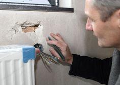 Die Installationen von Heizungs-, Sanitär-, Lüftungs- und Elektroanlagen können müssen sorgfältig koordiniert und überwacht werden. Mehr als bei allen anderen Bauabschnitten greifen dabei unterschiedlichste Gewerke in-einander, müssen Fachfirmen kooperieren und ihre Arbeit technisch und zeitlich aufeinander abstimmen. Besonders wichtig ist dabei die Baukontrolle vor dem Aufbringen des Putzes.