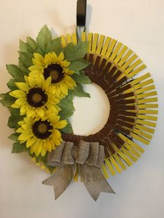Cute fall clothes pin wreath Source by odaifast pin crafts Summer Crafts, Fall Crafts, Crafts To Make, Holiday Crafts, Diy Crafts, Wreath Crafts, Diy Wreath, Wreath Ideas, Clothes Pin Wreath
