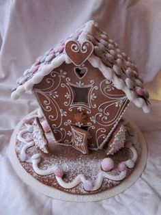 Mansikkamäki: Piparkakkutalo Gingerbread House Designs, Gingerbread House Parties, Gingerbread Decorations, Christmas Gingerbread, Gingerbread Cookies, Gingerbread Houses, Christmas Deserts, Christmas Baking, Christmas Cookies