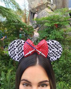 36 Custom Mickey Ear Ideas Your Kids Are Going to Want For Your Next Disney Vacation Diy Disney Ears, Mickey Ears Diy, Disney Ears Headband, Minnie Mouse, Disney Headbands, Disney Mickey Ears, Disney Diy, Disney Magic, Vai Pra Disney