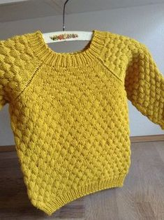 Strikker for Lyst: Sømandsbobler i karry. Boys Knitting Patterns Free, Baby Sweater Patterns, Baby Sweater Knitting Pattern, Hand Knitted Sweaters, Knitting For Kids, Cool Sweaters, Knitted Baby Clothes, Baby Kids Wear, Kids Winter Fashion