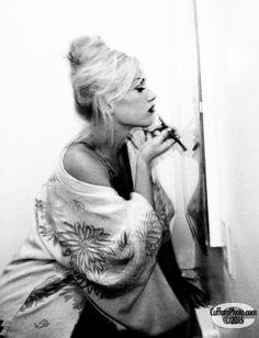 Magic is in the make up Gwen Stefani Music, Gwen Stefani And Blake, Gwen Stefani Style, Gwen Stefani No Doubt, Blake Shelton And Gwen, Aubrey Plaza, Indie Kids, Music Love, Dark Fashion
