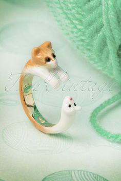 N2 - 50s Kitty Cat Chasing the Mouse Ring in Gold