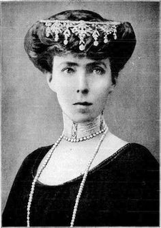 Elisabeth of Bavaria, Queen of the Belgians. Duchess Elisabeth in Bavaria (born Elisabeth Gabriele Valérie Marie, Duchess in Bavaria) (25 July 1876 – 23 November 1965) was Queen of the Belgians as the spouse of King Albert I. She was the mother of King Leopold III of Belgium and of Queen Marie José of Italy, and grandmother of kings Baudouin and Albert II of Belgium.