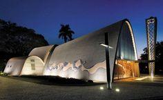 Obra-prima de Niemeyer, a Igreja São Francisco de Assis faz parte do Complexo Arquitetônico da Pampulha