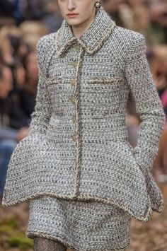 Chanel Fall 2018 Runway Pictures - Runway pictures from the Chanel show at Paris Fashion Week Fall - Autumn Fashion 2018, Fashion Week, Runway Fashion, Fashion Show, Womens Fashion, Paris Fashion, Business Casual Outfits, Business Fashion, Mode Chanel