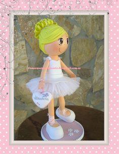 Un encargo más de esta navidad. Una muñequita bailarina de ballet que se ha ido a Madrid.