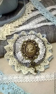 Flower Fabric DIY Brooches 16 Ideas The post Flower Fabric DIY Brooches 16 Ideas . - Flower Fabric DIY Brooches 16 Ideas The post Flower Fabric DIY Brooches 16 Ideas appeared first on - Fleurs Style Shabby Chic, Flores Shabby Chic, Shabby Flowers, Lace Flowers, Fabric Flowers, Fabric Flower Brooch, Fabric Flower Tutorial, Bow Tutorial, Brooches Handmade