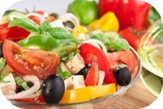 Gemüse, Obst und natives Olivenöl bilden die Grundlagen der Kreta-Diät, mit der es sich nicht nur gesund abnehmen lässt. Die mediterrane Ernährung soll auch gut für die Gesundheit sein.