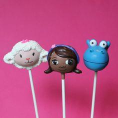 12 Cake Pops inspired by Doc McStuffins // 12 cakepops de Doctora Juguetes