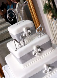 "WOW, What a BEAUTIFUL wedding cake idea!!! with the ""W"" except the initial would be J & L"