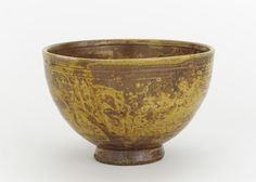 Tea bowl, gokide type. 1630-1660. Edo period. Porcelain with ash glaze. H: 8.9 W: 13.6 cm. Arita, Japan.