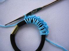 Stitch of Love: Tutorial: Crochet Hair Scrunchie ♡ Teresa Restegui http://www.pinterest.com/teretegui/ ♡