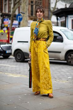 The Best Street Style Looks From London Fashion Week Fall 2020 Cool Street Fashion, Pop Fashion, Fashion Outfits, Autumn Street Style, Street Style Looks, Spring Fashion Trends, Style Snaps, Street Outfit, London Fashion