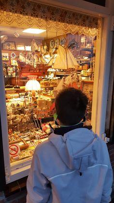 Shopping in Volemdam Holland
