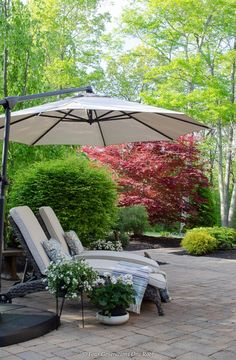 How to create an indoor outdoor living space on your patio or deck. I love our indoor outdoor living space! Gorgeous outdoor sectional dining room table set, blue patterned throw pillows and plants. Outdoor Umbrella Stand, Offset Patio Umbrella, Canopy Outdoor, Indoor Outdoor Living, Outdoor Rooms, Outdoor Furniture Sets, Outdoor Decor, Outdoor Umbrellas, Backyard Furniture