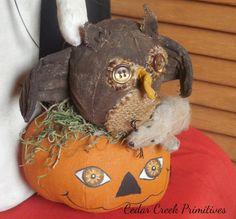 Owl and pumpkin Cedar Creek Primitives
