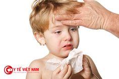 Người bị viêm mũi sẽ có những biểu hiện ngạt mũi, sốt...