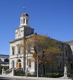 Old Courthouse building at 101 King Street. Photo courtesy of St. Catharines Downtown Association, published in the 2007 Downtown Calendar. Beautiful Park, Beautiful Places, Niagara Region, Flea Market Gardening, St Catharines, Haunted Places, Places Of Interest, Bike Trails, Minecraft Houses