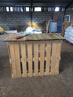 Pallet bar made out of two old pallets and off cuts