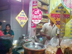 #SabudanaVada @ Sarafa Bazar, #Indore #Street #Food #India #ekPlate #ekplatesabudanavada Sabudana Vada, Melting In The Mouth, Green Chutney, Frying Oil, Why Do People, Indore, Street Food, Desi, Foods