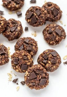 Healthy no bake cookies made with peanut butter, chocolate, and oatmeal. Soft and chewy cookies, without any of the guilt!
