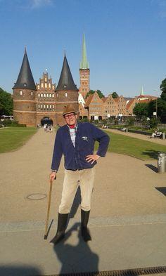 Gastspiel in Lübeck - die haben hier doch tatsächlich das Ding nachgebaut, was früher auf dem 50-Mark Der Bauer Heinrich Schulte-Brömmelkamp grüßt aus dem hohen Norden!