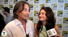 Robert Carlyle and Emilie de Ravin doing interviews at Comic Con 2014