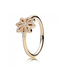 Pandora 14ct gold cubic zirconia lace botanique ring,the highlight of it is a big flower.