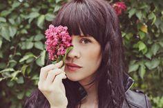 Photos like this make me want a fringe and dark chocolatey hair again...