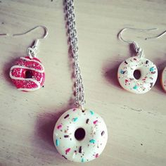 Nouveauté : donuts framboise ou blanc nacré dispo en boucles d'oreille, en collier et en porte clé. A découvrir sur ma boutique Etsy  www.etsy.com/fr/shop/Mesideesdejenni  #pendentif#bijoux#etsy#creations#creation#createur#createurfrancais#boutiques#boutique#fimo#france#paris#art#artisana#artisanal#faitmain#nature#noel#noël#ideescadeaux#donuts#patisserie#collier#boucledoreille#porteclef