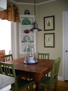 Glidden Straw - nice wall color, very neutral - hmmmmm Tan Paint Colors, Kitchen Paint Colors, Paint Colors For Living Room, Furniture Decor, Painted Furniture, Favorite Paint Colors, Rustic Kitchen, House Painting, Home Projects
