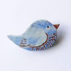"""Broche """"p'tit zozio"""", oiseau en céramique artisanale, bleu clair, pièce unique fait main"""
