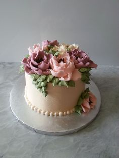 Spoil Mum with delicious sweets this Mother's Day! Gorgeous Cakes, Pretty Cakes, Amazing Cakes, Bolo Floral, Floral Cake, Buttercream Flower Cake, Cake Icing, Cupcakes, Cupcake Cakes