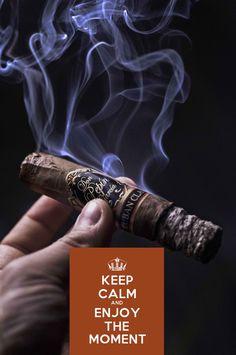 Keep Calm et profitez du moment d& cigare Puro Amatörce Good Cigars, Cigars And Whiskey, Cigar Art, Alcohol, Cigar Humidor, Cigar Accessories, Pipes And Cigars, Smoke Shops, Cigar Smoking