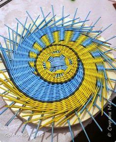 Картина панно рисунок Плетение Панно 40 см Спиральное плетение + Мастер-класс Бумага газетная Трубочки бумажные фото 42