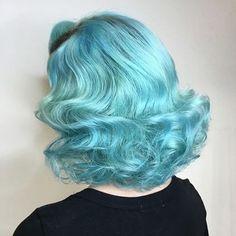 Modern vintage curls by @amylara_squaresalon #hairstyleconfessions
