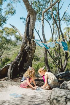 During our Australia catalog shoot, we helped our new friends learn how to do a DIY sunprint project with pieces of nature. Learn how you can do it too! Cyanotype, Nature Crafts, New Friends, Diaries, Art For Kids, Art Projects, Catalog, Kids Fashion, Weird