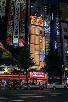 https://flic.kr/p/zVQhGL | 묘한 아키하바라의 밤 :Strange Akihabara night | 일반적으로 밤에는 아키하바라를 잘 돌아본 적이 없었기 때문에 오히려 이런 정경을 바라보며서 또 다른 세월의 흐름을 느끼게 됩니다.