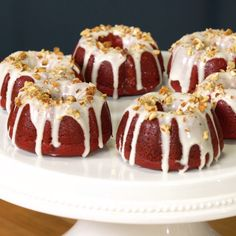 Velvet Mini Bundt Cakes Perfectly portioned and ridiculously moist, these mini Bundt cakes are truly a treat.Perfectly portioned and ridiculously moist, these mini Bundt cakes are truly a treat. Mini Desserts, Just Desserts, Delicious Desserts, Dessert Recipes, Yummy Food, Dinner Recipes, Bunt Cakes, Cupcake Cakes, Mini Bundt Cake